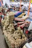 Loja com esteiras, tapetes e matérias têxteis Imagens de Stock Royalty Free