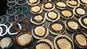 Loja com os braceletes na Índia filme