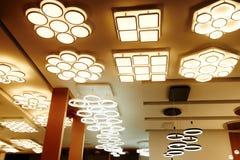 Loja conduzida da iluminação do teto imagens de stock royalty free