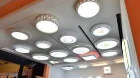 Loja conduzida da iluminação do teto fotografia de stock royalty free