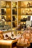 Loja da bolsa e de sapata Fotografia de Stock