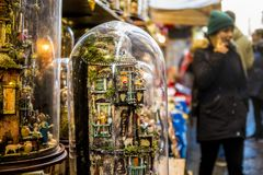 Loja da cena da natividade na rua de San Gregorio Armeno Nápoles fotos de stock