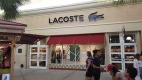 Loja da fábrica de Lacoste no shopping superior das tomadas de Orlando Vineland filme