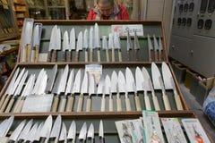 Loja da faca no mercado de peixes de Tsukiji, Tóquio, Japão Imagem de Stock Royalty Free