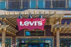 Loja da parte externa do sinal do ` s de Levi fotos de stock