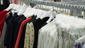 Loja da roupa da mulher video estoque