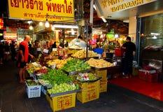 Loja da rua dos frutos foto de stock royalty free