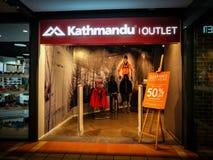 Loja da tomada de Kathmandu que vende o curso e o fato e o equipamento exteriores da aventura em Sydney Imagem de Stock Royalty Free