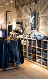 Loja das calças de brim Fotos de Stock