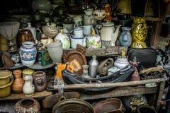 A loja das lembranças vende bens originais Jakarta recolhido foto Indonésia foto de stock