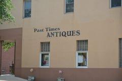 Loja de antiguidades passada das épocas, Covington, TN fotos de stock