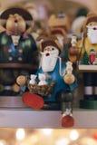 A loja de brinquedos de madeira das crianças fotografia de stock