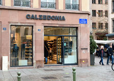 Loja de Calzedonia na cidade aberta do lugar da rua Fotos de Stock