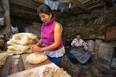 Loja de chapéu do artesão em Equador fotos de stock