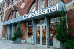 Loja de Crate & Barrel imagem de stock royalty free