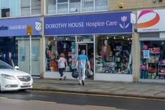 Loja de Dorothy House Hospice Care Charity na ponte Chippenham imagem de stock