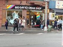 Loja de gelado alegre Imagens de Stock