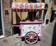 Loja de gelado italiana antiquada típica foto de stock royalty free