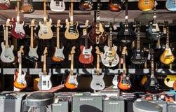 A loja de guitarra elétricas Imagem de Stock