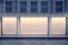 Loja de janela clara na noite ilustração royalty free