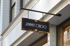 A loja de Jimmy Choo assina dentro St de Greene, Soho, em New York fotos de stock royalty free