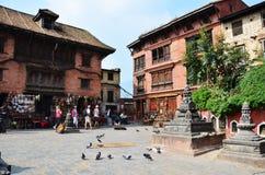 Loja de lembrança da compra do viajante no templo de Swayambhunath ou no templo do macaco Imagem de Stock
