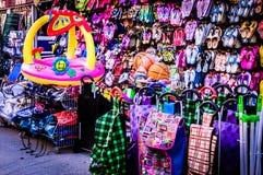 Loja de lembranças na cidade de Cinarcik - Turquia Imagem de Stock