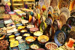 Loja de lembranças no bazar grande Istambul fotografia de stock