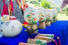 Loja de lembranças Ovos pintados da avestruz Ásia, Vietname desejos para ovos Foto de Stock