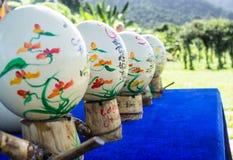 Loja de lembranças Ovos pintados da avestruz Ásia, Vietname desejos para ovos Imagens de Stock Royalty Free