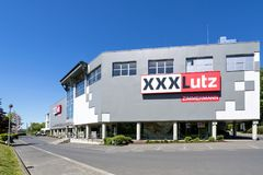Loja de móveis de XXXLutz em Freudenberg, Alemanha fotografia de stock royalty free