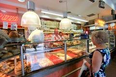 Loja de mantimento em Roma Fotos de Stock