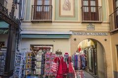 Loja de ofício típica em Alcaiceria, perto da catedral, histórica foto de stock royalty free