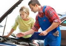 Loja de reparação de automóveis Fotos de Stock Royalty Free