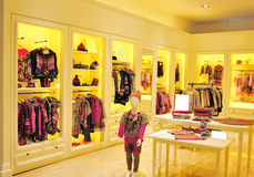Loja de roupa da forma das crianças Imagens de Stock Royalty Free