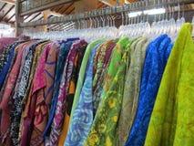 Loja de roupa do Batik em Yogyakarta fotografia de stock royalty free