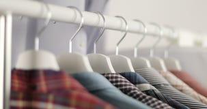 Loja de roupa do ` s dos homens vídeos de arquivo