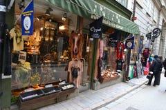 Loja de roupa na parte central de Éstocolmo imagens de stock royalty free