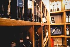 Loja de vinhos italiana fotografia de stock