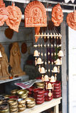 Loja do artesanato que vende ídolos Hindu cinzelados do deus fotos de stock