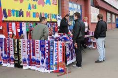 Loja do atributo dos fan de futebol. Moscovo, Rússia Fotos de Stock Royalty Free
