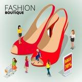 Loja do boutique da forma, variedade das sapatas de couro coloridas na loja, mulher que usa a tabuleta digital para comprar em li Imagem de Stock