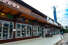 loja do estilo do vintage 7-Eleven, Chiang Khan, Loei, Tailândia - 8 de dezembro de 2018 foto de stock