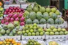 Loja do fruto no mercado Foto de Stock Royalty Free