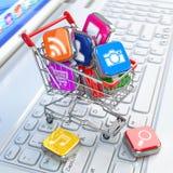 Loja do software do portátil Ícones de Apps no carrinho de compras Fotografia de Stock
