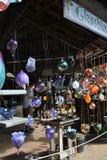 Loja do soprador de vidro com bacias e copos Fotos de Stock Royalty Free
