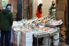 Loja dos peixes frescos Imagens de Stock