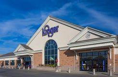 Loja exterior e logotipo da mercearia de Kroger fotografia de stock royalty free