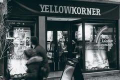 Loja fotográfica amarela de Korner em França, Strasbourg fotografia de stock royalty free