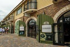 Loja internacional dos diamantes dentro do porto do cruzeiro de Falmouth fotos de stock royalty free